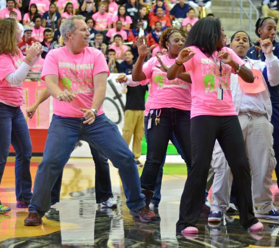 Photos%3A+Pink+Out+Pep+Rally