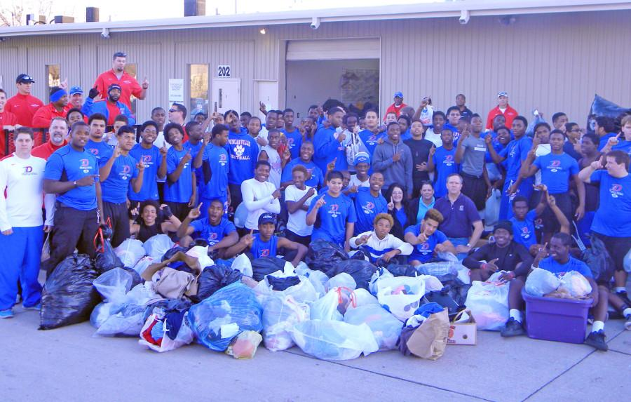 Panther+football+program+donates+trailer+of+clothes+to+Shelter