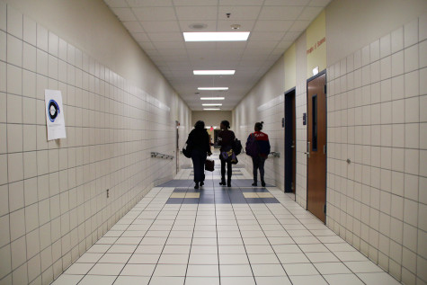 Editorial: Avoid distractions in the hallways and get to class