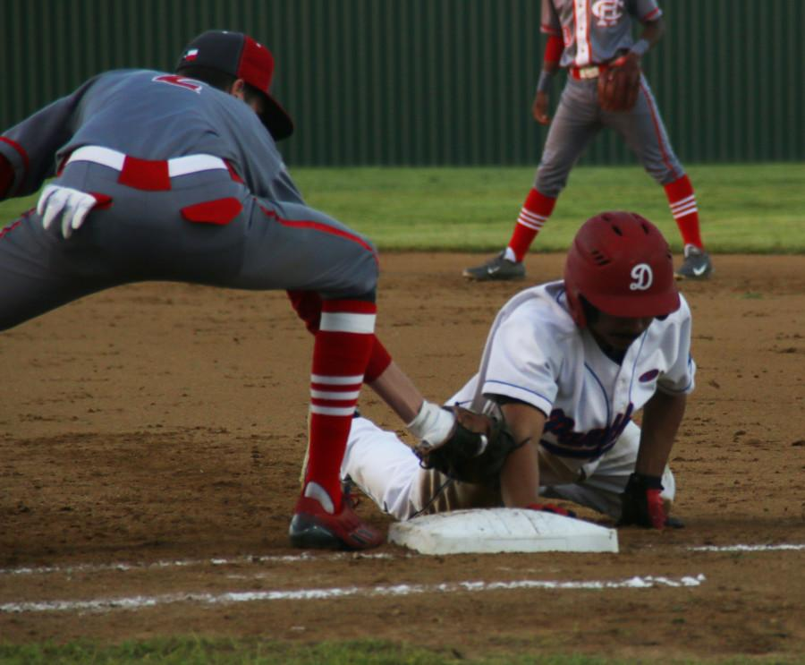 Duncanville+player+slides+onto+a+base+during+the+game+against+Cedar+Hill.+%28Photo+by+Olivia+Colchado%29