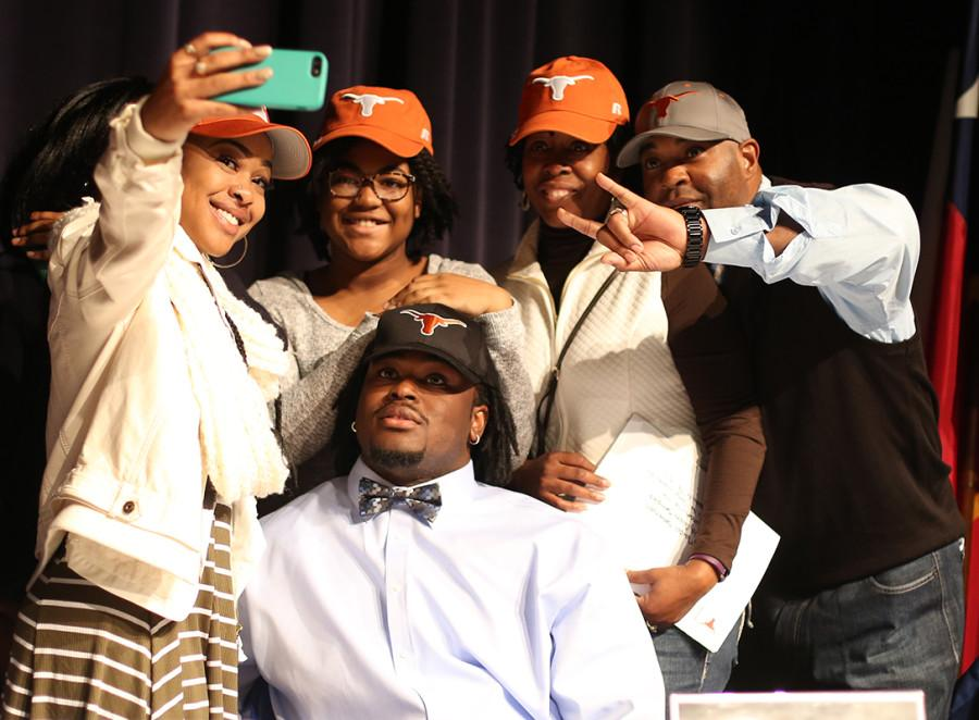Marcel+Southall%2C+one+of+the+nations+most+sought+after+Defensive+Tackles+decides+on+the+University+of+Texas+for+his+future+as+a+football+player.+He+and+his+family+take+a+selfie+after+his+decision+is+revealed.+%28Cynthia+Rangel+photo%29