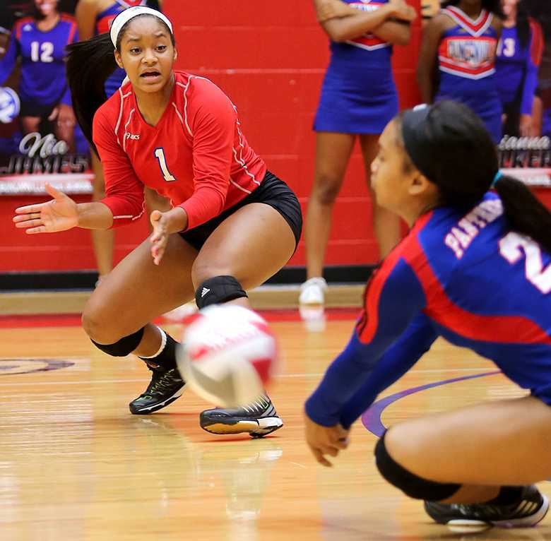 Communication+is+the+key+to+winning+games+on+the+volleyball+court.+The+Lady+Panthers+will+be+looking+to+avenge+their+only+loss+to+SGP+Friday+in++a+rematch+of+the+District+7-5A+leaders.+%28Alexis+Rosebrok+photo%29