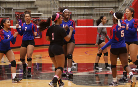 Varsity volleyball defeats Cedar Hill
