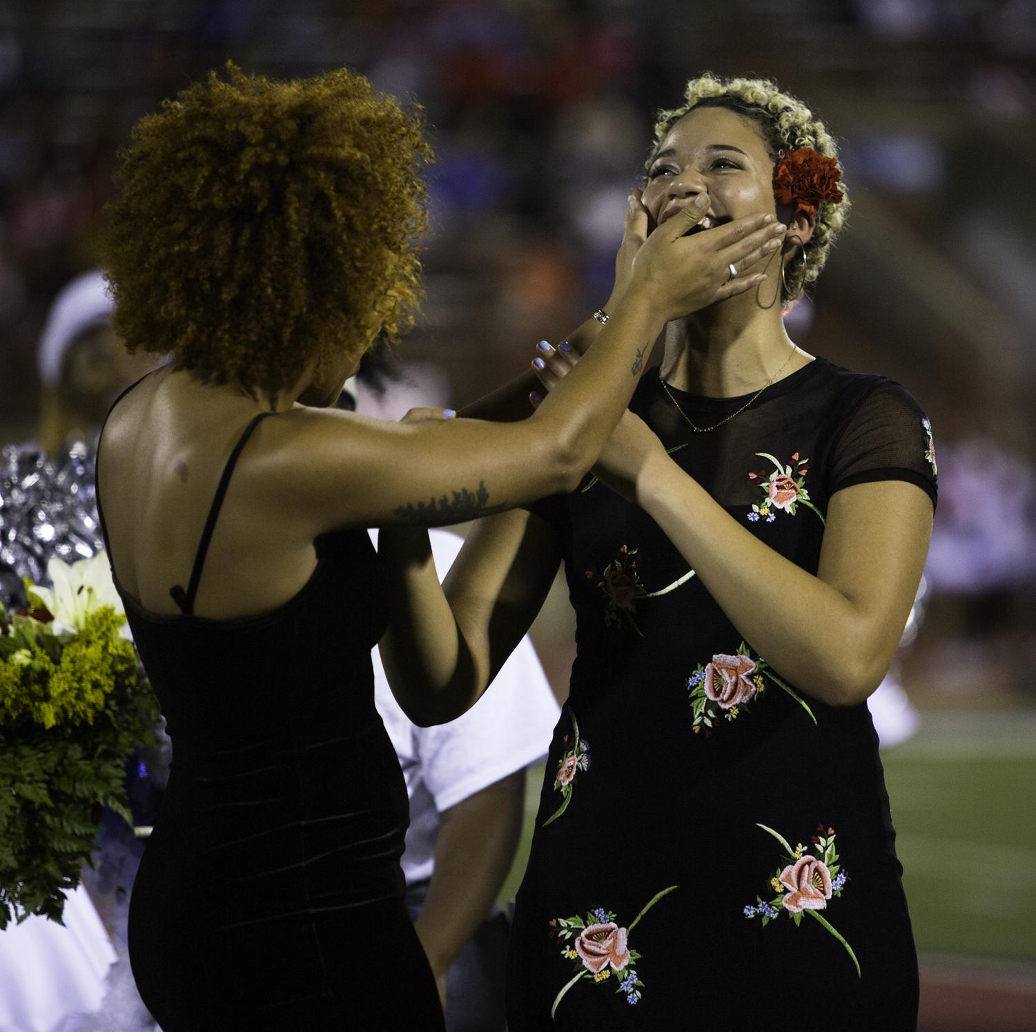 Homecoming Queen Kayle Bowens celebrates being named homecoming Queen with her sister. (Brenda Arana Photo)