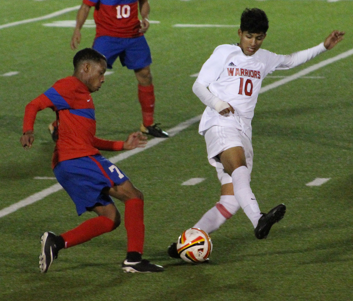 The varsity boys soccer fights for top spot in district with 1-1 tie with SGP. (Giselle Lopez photo)