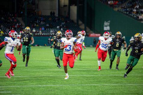 Roderick Daniels Jr. (13) breaks away for a touchdown against Desoto.