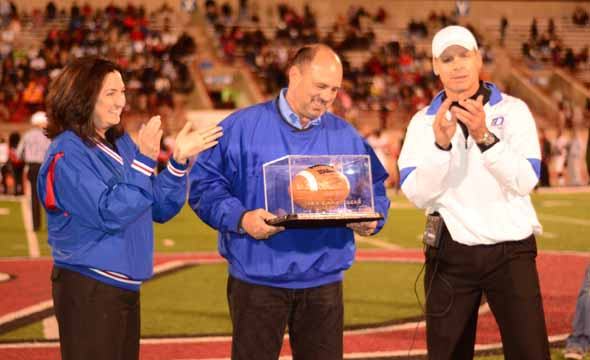 Chrietzberg honored after coin toss of Panthers vs. Cedar Hill