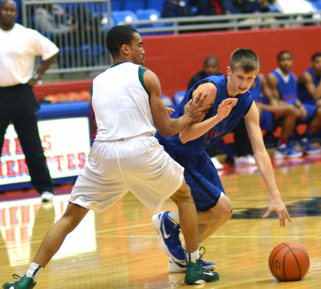 Photos%3A+Varsity+boys+basketball+vs.+DeSoto+%28Scrimage%29