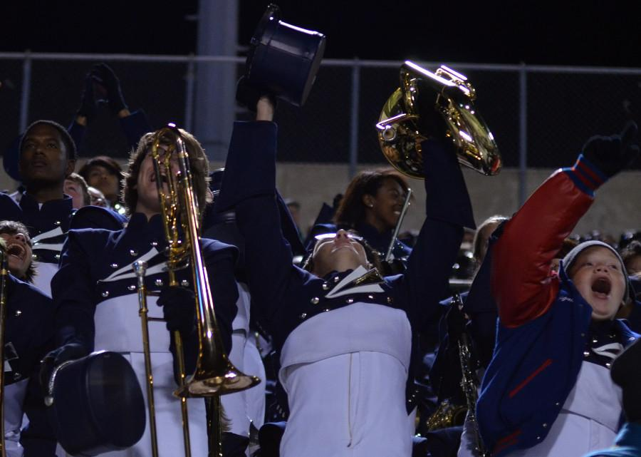 The+band+celebrates+their+advancement+to+the+State+Contest+after+placing+4rth+in+the+Area+finals.+%28Tricia+Virtue+photo%29