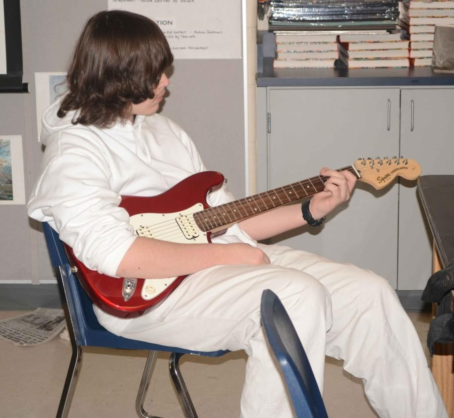 Leenolia Robinson_Guitar Club_2-28__5540
