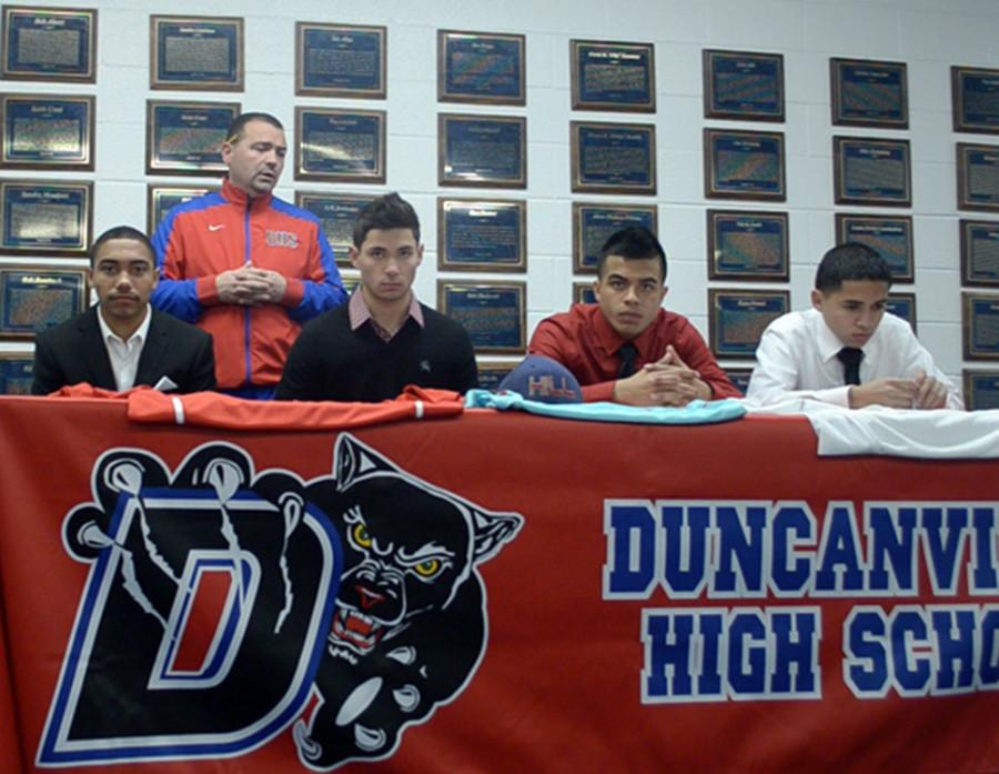 Soccer+Players+sign+letter+of+intent+to+play+at+HIll+College.+%28Cody+Rogers+photo%29