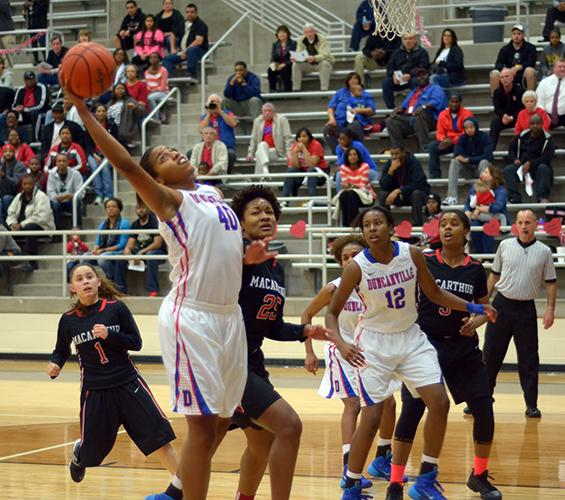 Video: Pantherettes defeat Irving MacArthur to advance in playoffs
