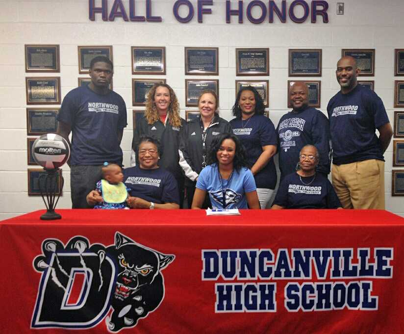Jazmine+Washington+signs+her+letter+of+intent+to+play+college+volleyball+with+her+family+and+coaches+by+her+side.