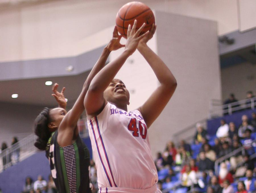 Senior+Pantherette+Post+Cierra+Johnson+goes+to+the+basket+against+DeSoto+in+a+district+matchup.+%28Cynthia+Rangel+Photo%29