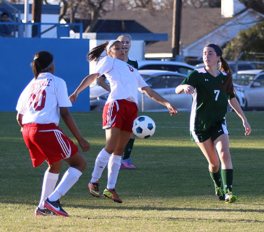 Girls+soccer+plays+in+the+Duncanville+Classic+tournament.+%28Michelle+Villegas+photo%29