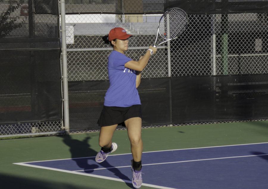 Dville Tennis breaks a sweat at regionals