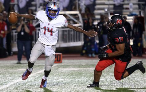 Varsity Football dominates MacArthur 33-0