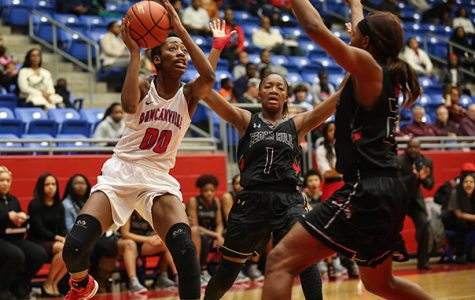 Junior Zarielle Green presses to the basket in a tough game against Cedar Hill for a district win. (Jose Sanchez photo)