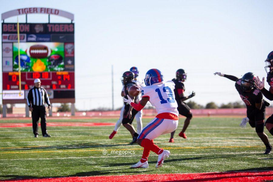 Roderick Daniels Jr. hauls in the touchdown pass.
