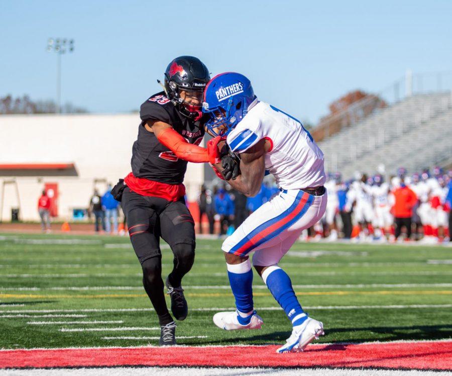 Chris Hicks Jr. (1) hauls in a touchdown pass vs Spring Westfield.